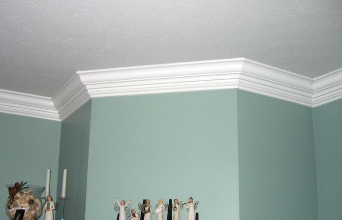 экструдированная потолочная галтель