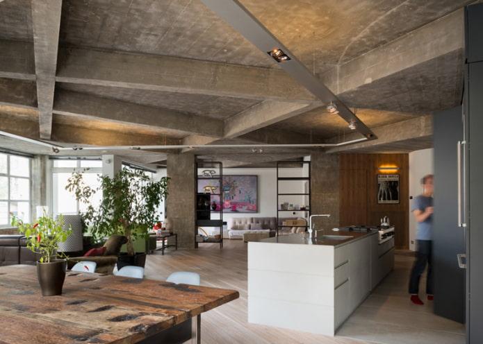 потолок с бетонными балками