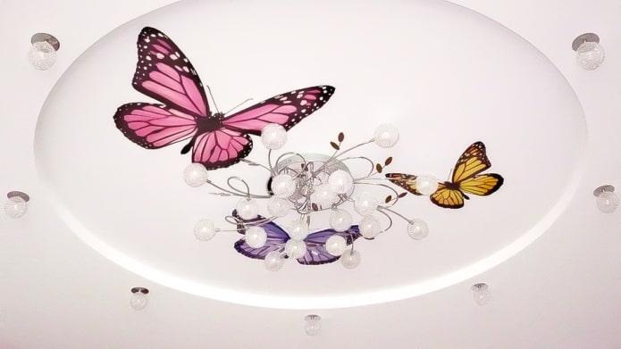 наклейки бабочки на потолке