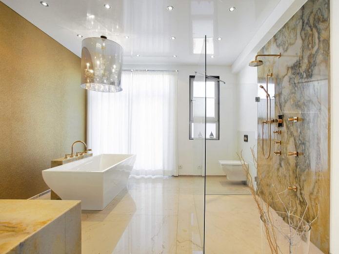 зеркальное натяжное полотно в ванной