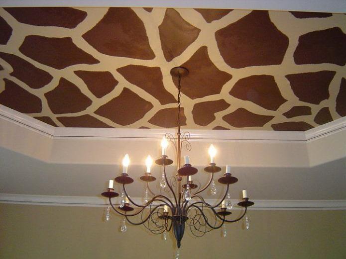 текстурное натяжное полотно под жирафа