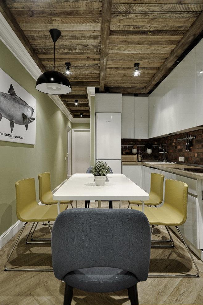 потолок в интерьере кухни