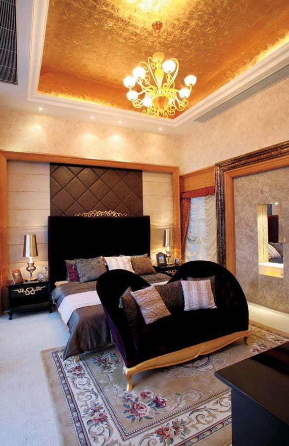 золотой потолок в интерьере