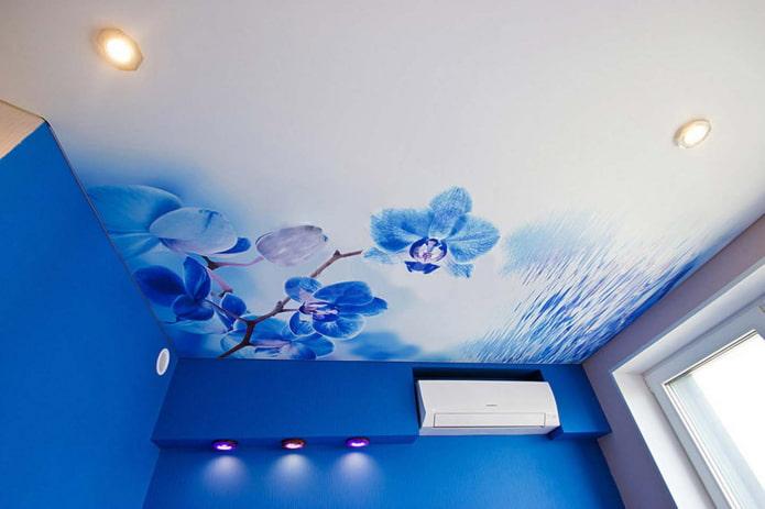 потолок с фотопечатью в виде орхидеи