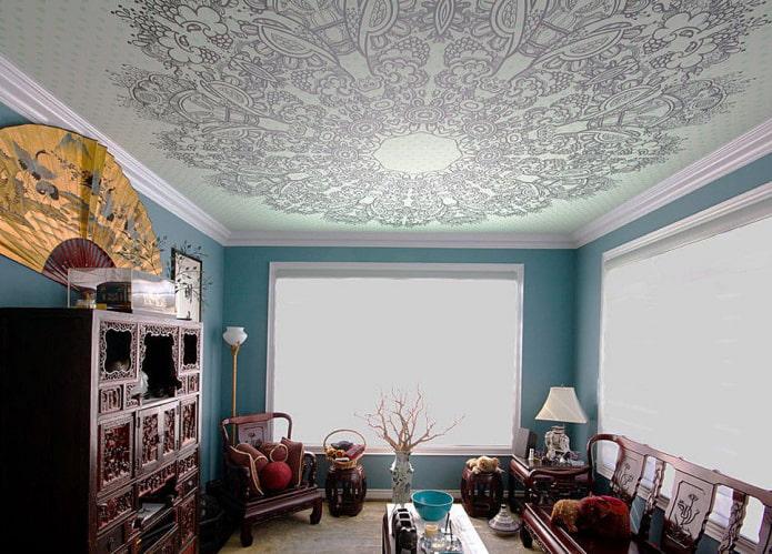 потолок украшенный узорами