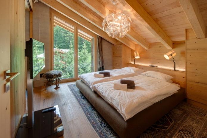 дизайн скошенного потолка в интерьере