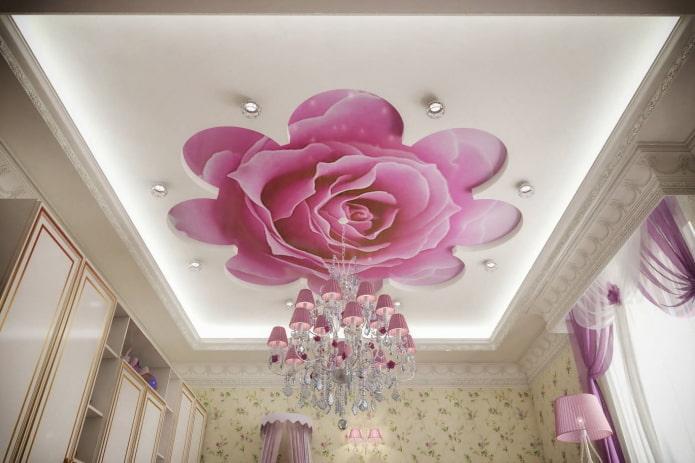 потолок с фотопечатью в виде розы