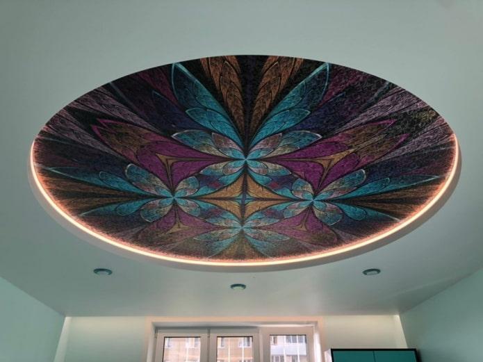 потолок с абстрактным рисунком