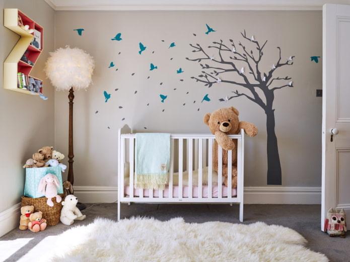 настенная наклейка в виде дерева в детской