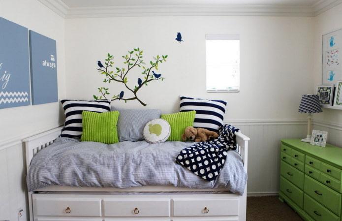 декор над кроватью в интерьере детской
