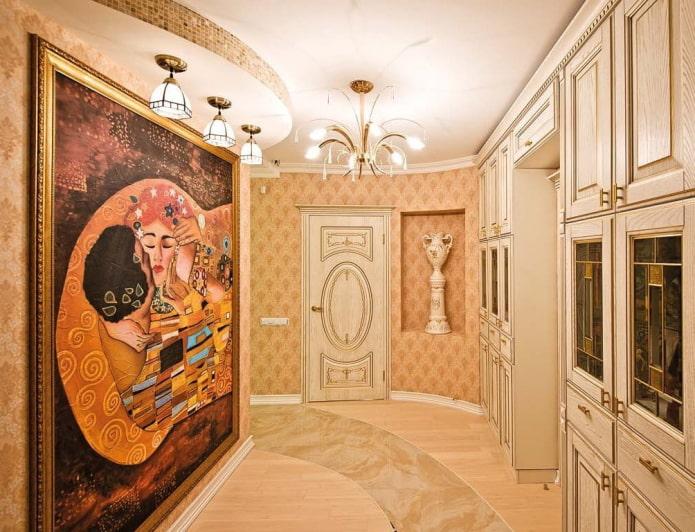 картина на стене в интерьере прихожей
