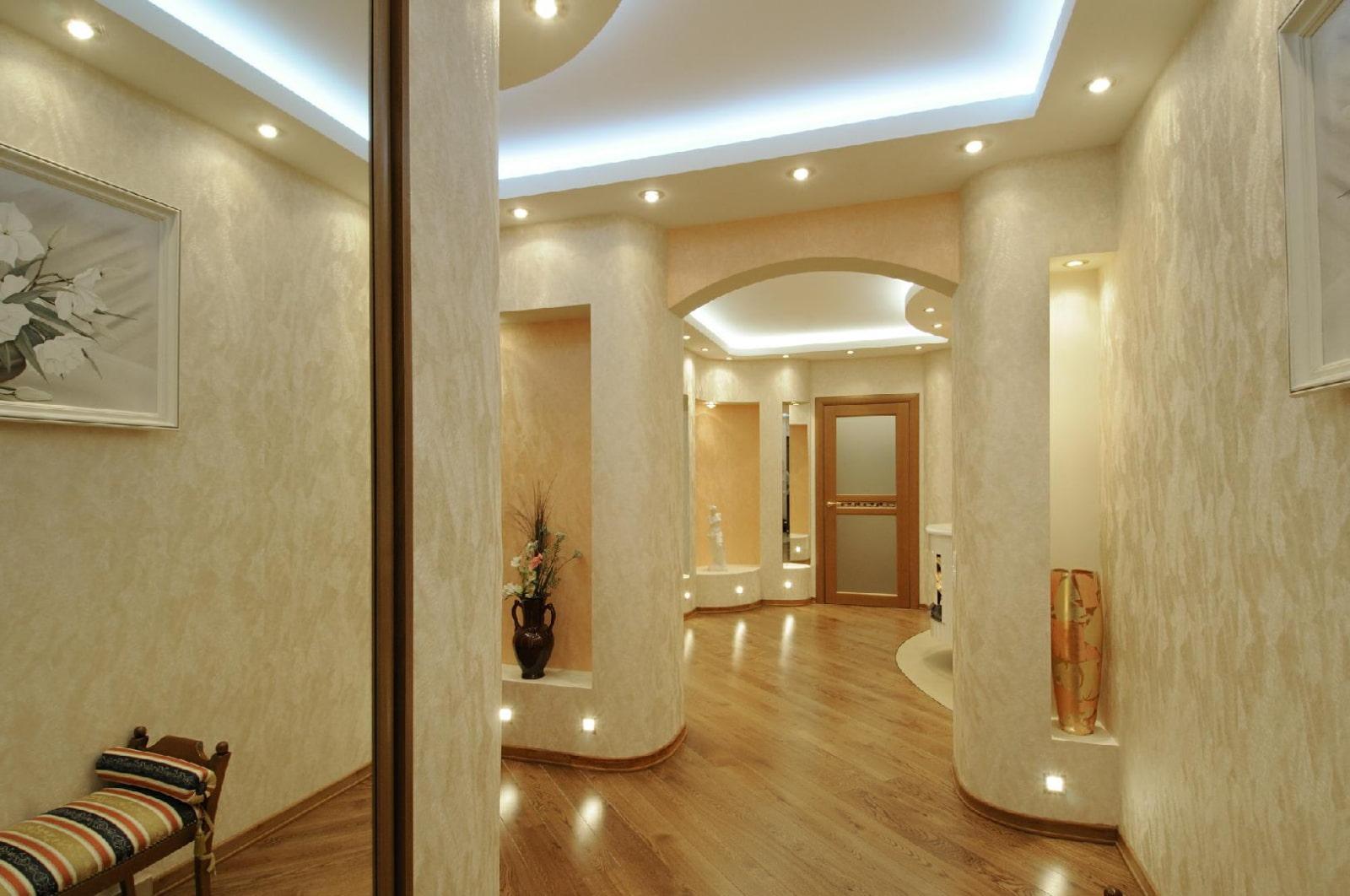 дизайн коридора с декоративной штукатуркой фото подполье будогосский