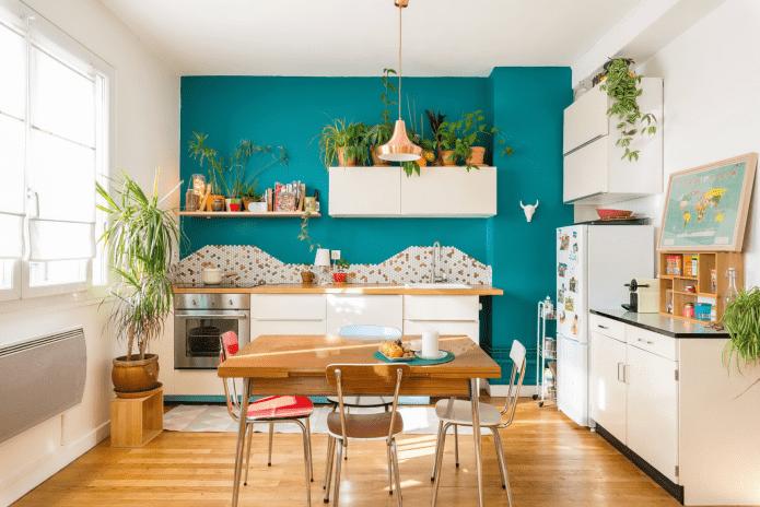 декор акцентной стены в интерьере кухни