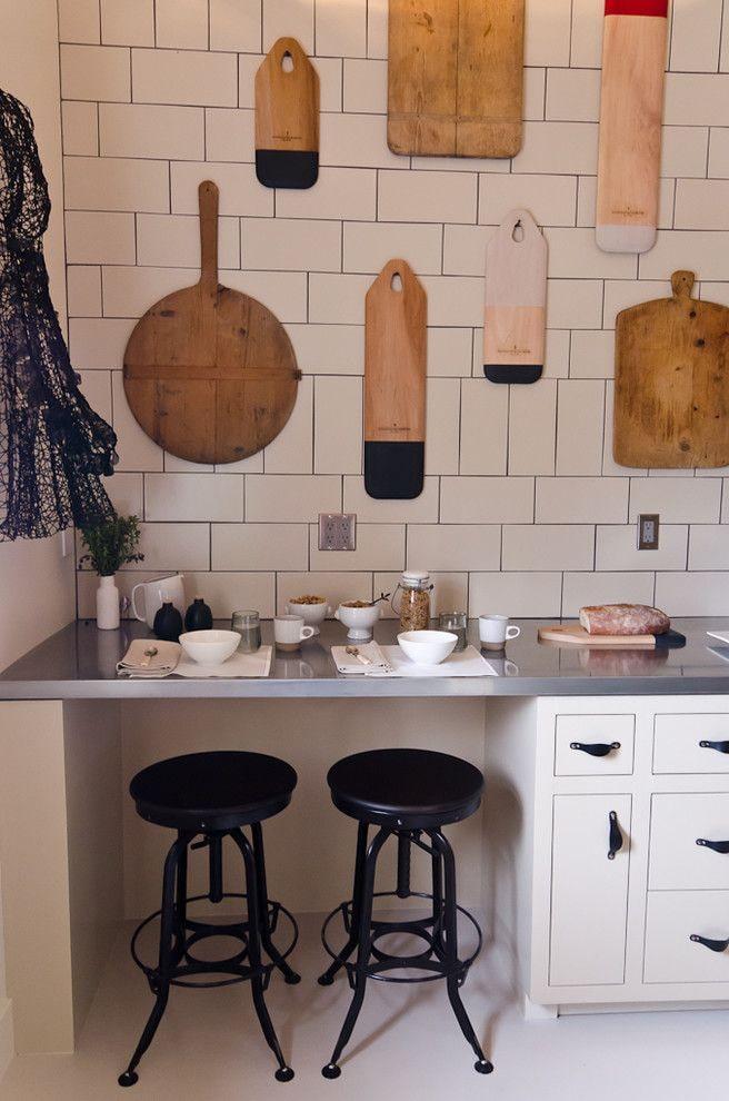разделочные доски на стене на кухне