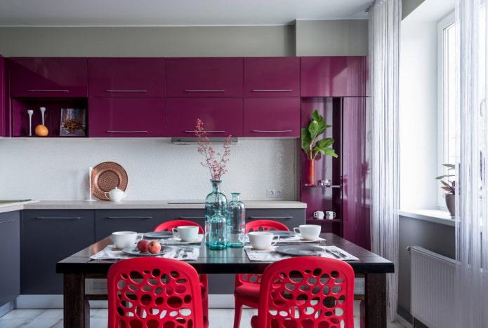сочетание стен с кухонным гарнитуром