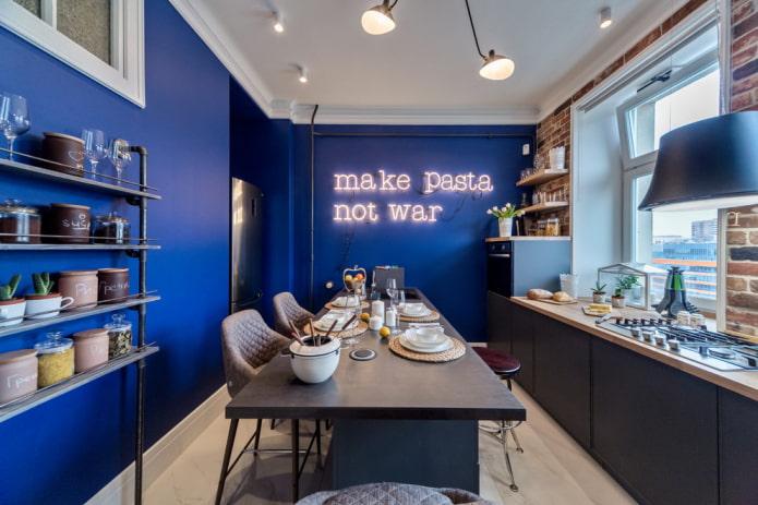 синие стены в интерьере кухни