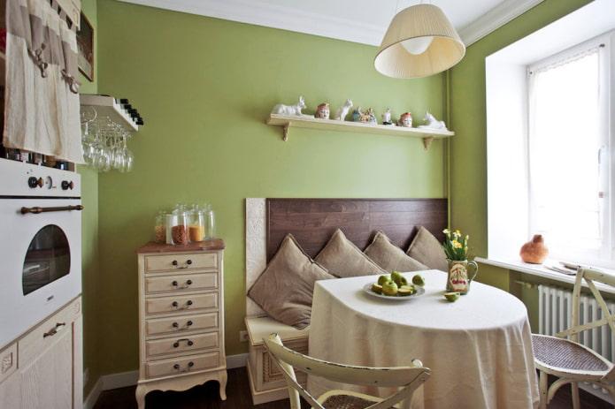 стены оливкового оттенка на кухне