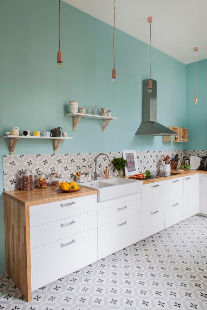 стены мятного оттенка на кухне
