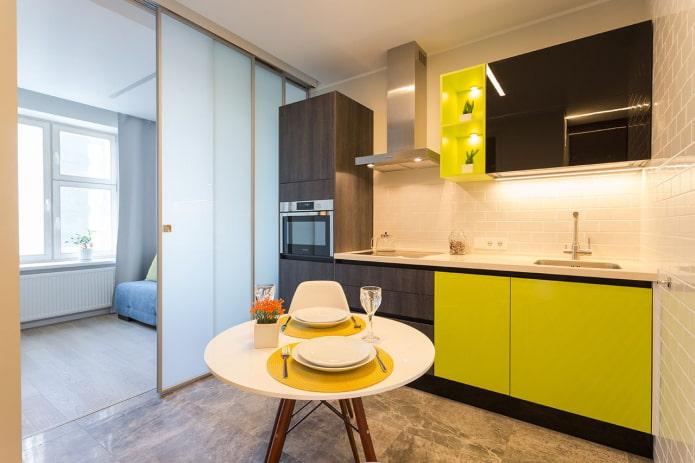 раздвижная перегородка в интерьере кухни-гостиной