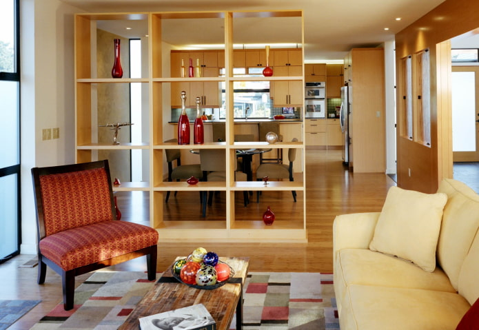 шкаф-перегородка в интерьере кухни-гостиной