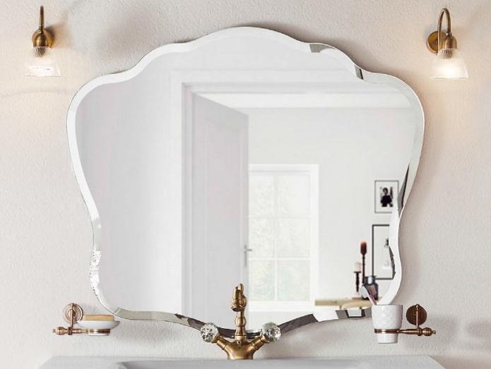 фигурное фацетное зеркало в интерьере