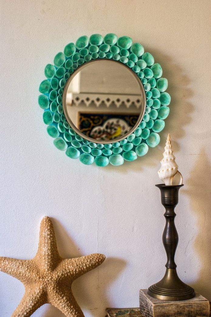 зеркало декорированное ракушками