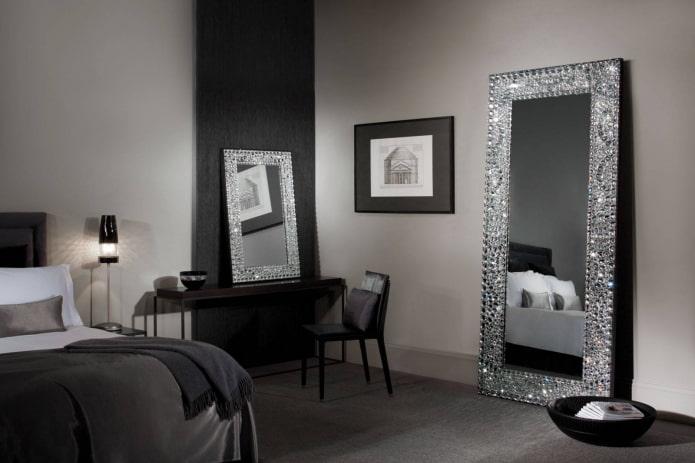 зеркала декорированные стразами в интерьере