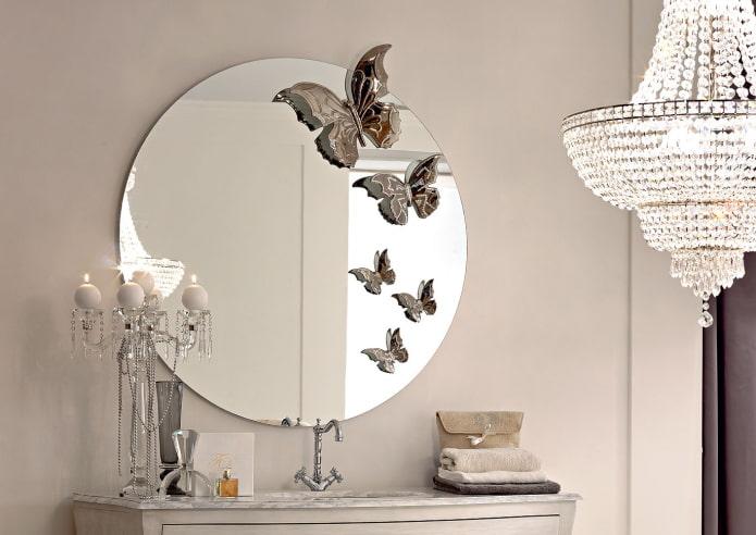 зеркало декорированное наклейками