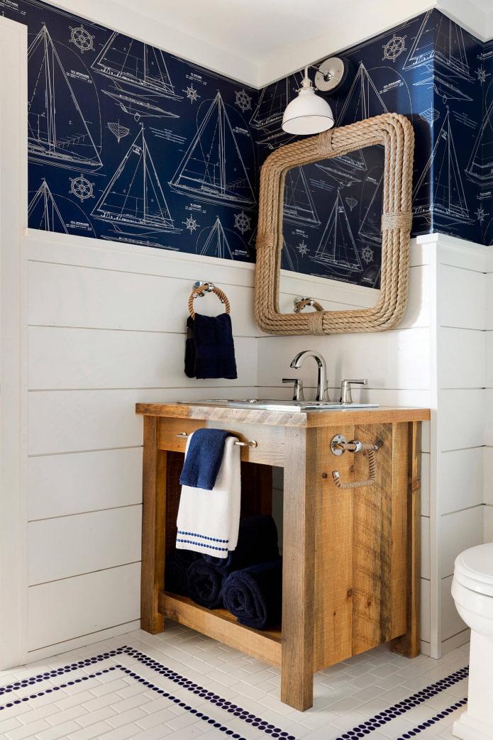 декор зеркального изделия в ванной