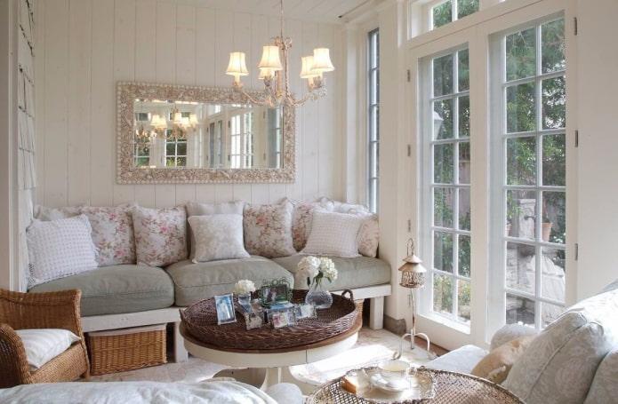 декор зеркального изделия в стиле прованс