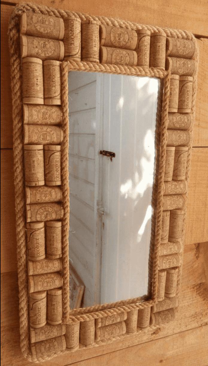 зеркало декорированное пробками