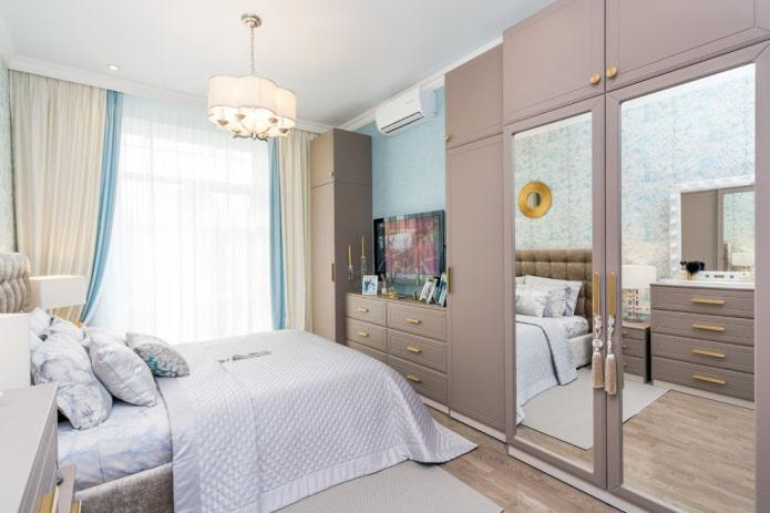 зеркало встроенное в шкаф в интерьере спальни