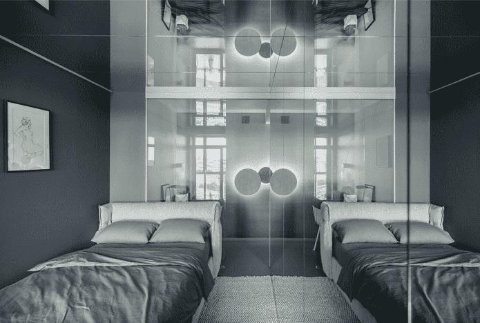зеркало на потолке в интерьере спальни