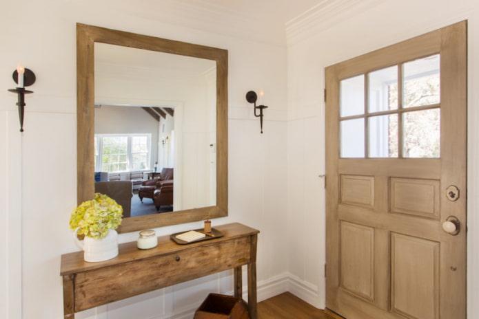 деревянные двери в прихожей в стиле прованс