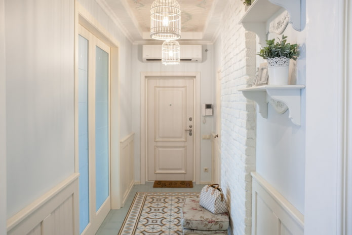 входные двери в прихожей в стиле прованс