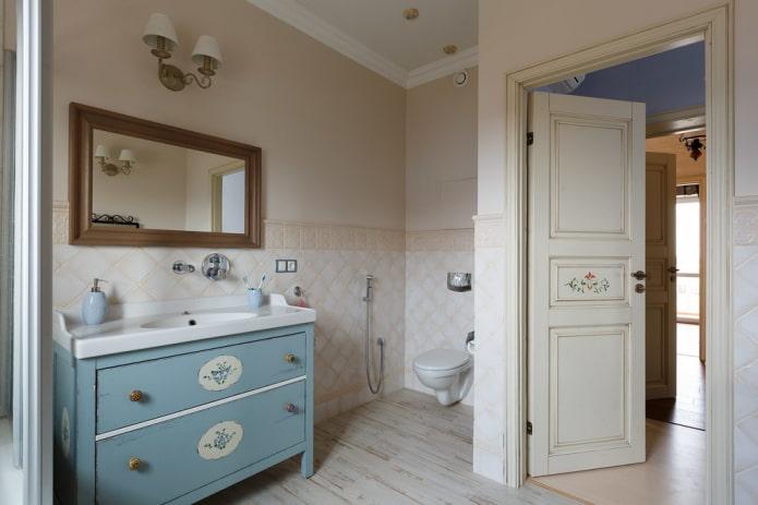 двери с росписью в ванной в стиле прованс