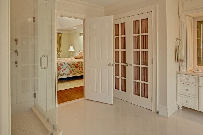 двери из ПВХ в ванной в стиле прованс
