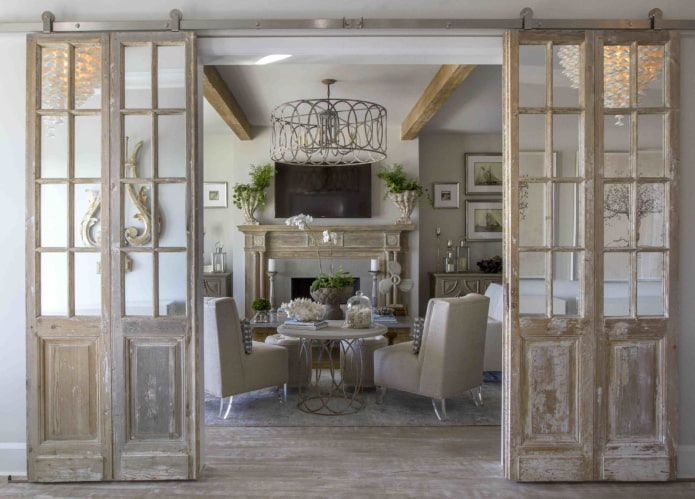 брашированные двери в интерьере в стиле прованс