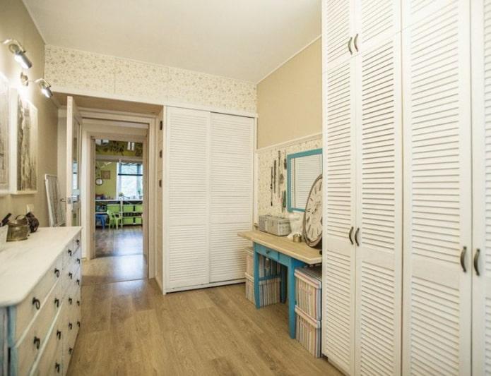 двери для шкафа в интерьере гардеробной в стиле прованс