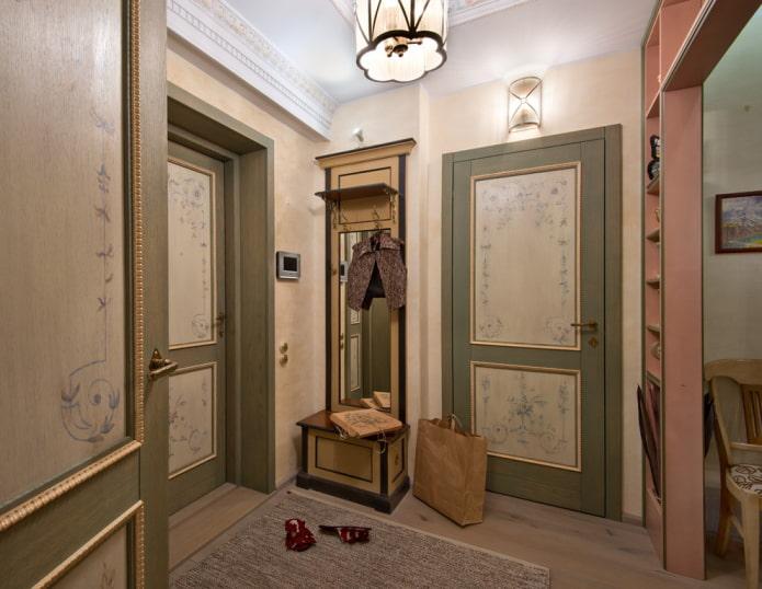 двери с орнаментом в прихожей в стиле прованс