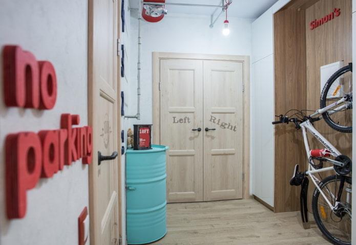 двери с надписями в интерьере в стиле лофт
