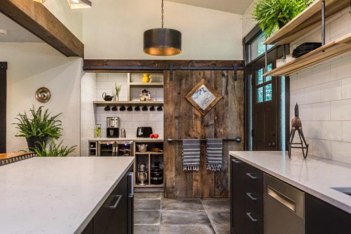 дверь из досок на кухне в стиле лофт