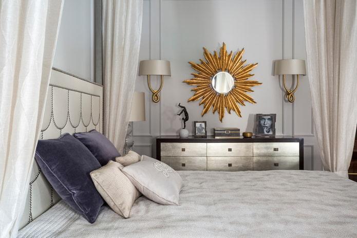 зеркало в форме солнца в интерьере