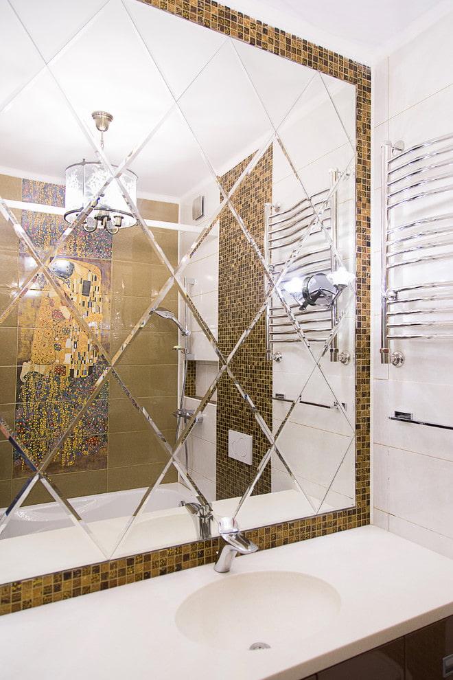 зеркало с гравировкой ромбами в интерьере