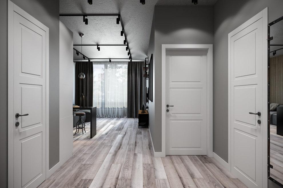 три белых двери
