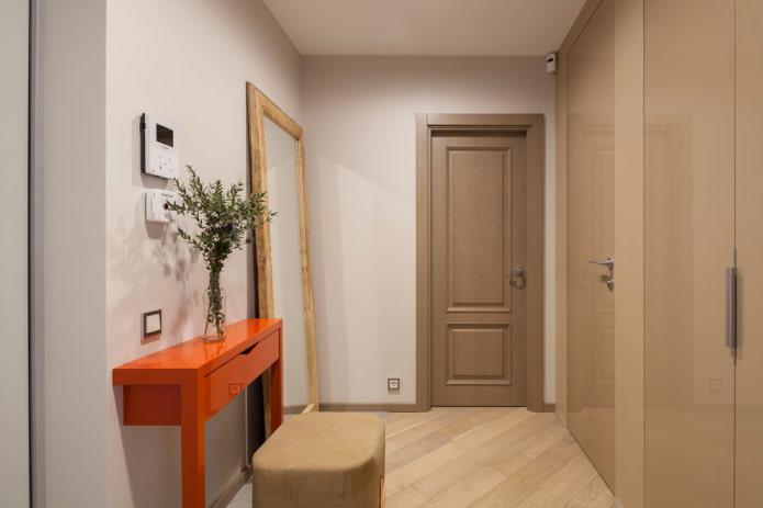 однотонные двери и пол в интерьере