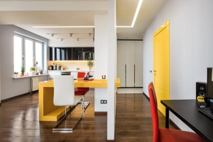 сочетание цвета дверей с полом и мебелью в интерьере