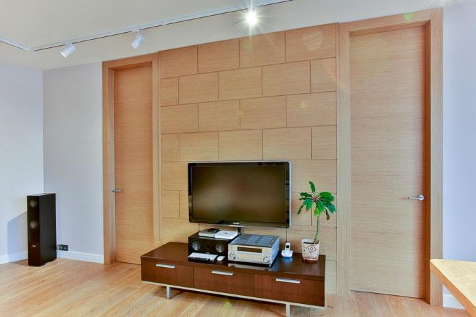 двери светло-коричневого оттенка в интерьере