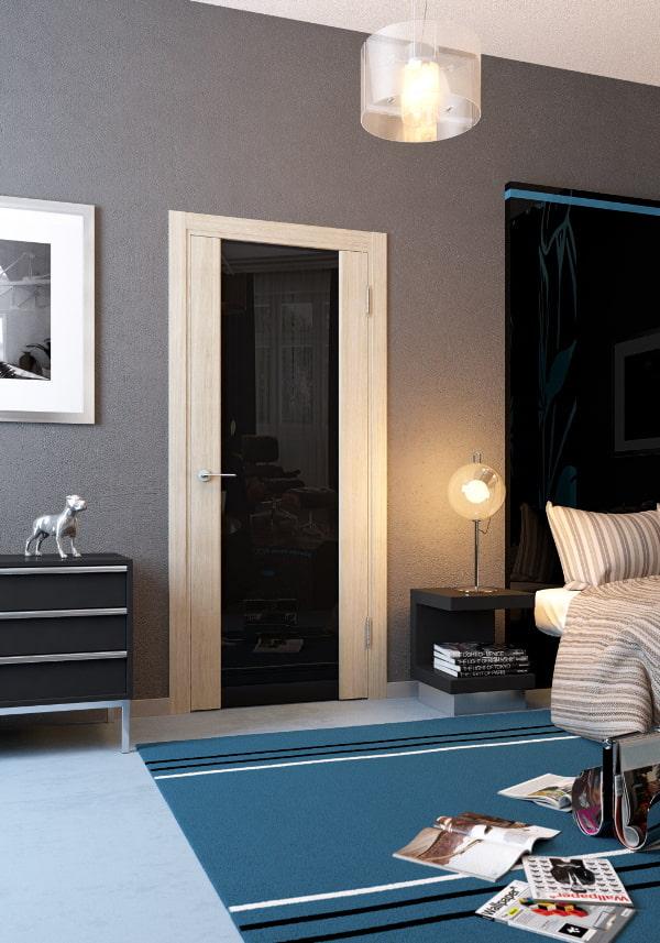 двери светлого оттенка с вставками в интерьере