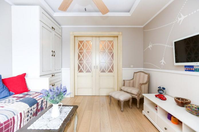 двери светлого оттенка в стиле прованс